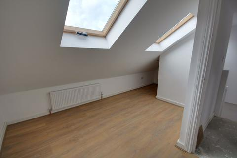 3 bedroom flat to rent - Forest Road, Enfield