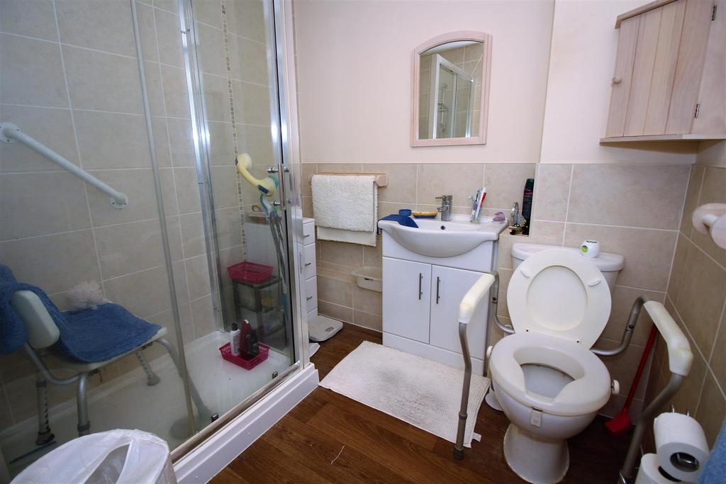 Priestly 24 Bathroom.JPG