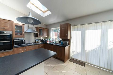 4 bedroom terraced house to rent - Nield Road, Middlesex