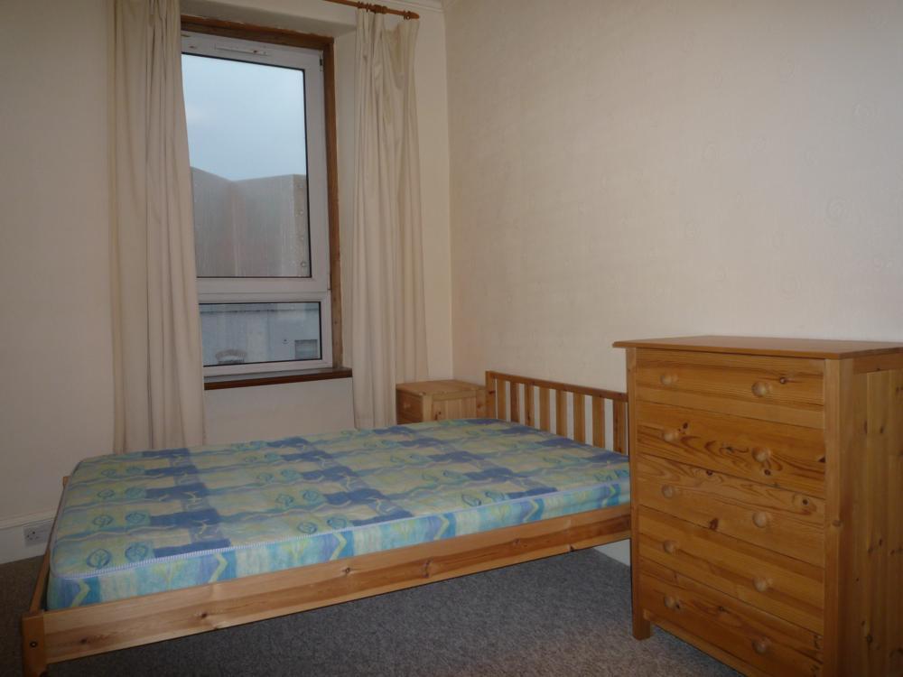278 Hardgate, Top Left − Bedroom