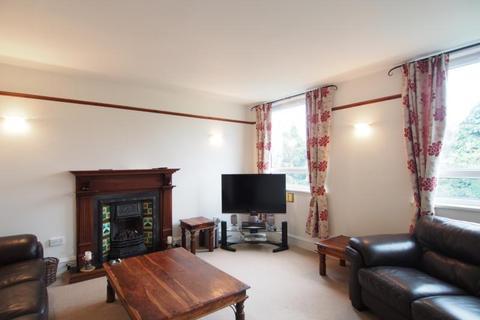 3 bedroom flat to rent - Beaconsfield Place, Top Floor, AB15