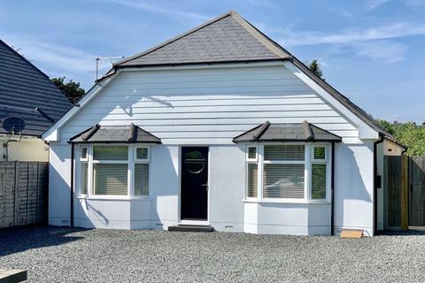 2 bedroom detached bungalow for sale - Wimborne Road West, Wimborne, BH21 2DG
