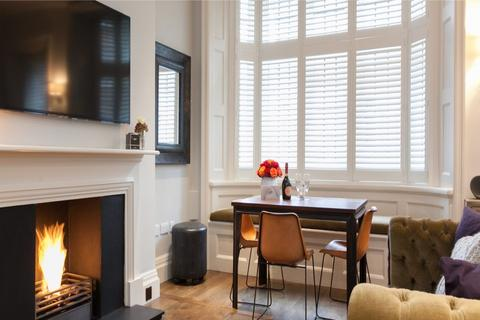 1 bedroom flat to rent - North Audley Street, London. W1K