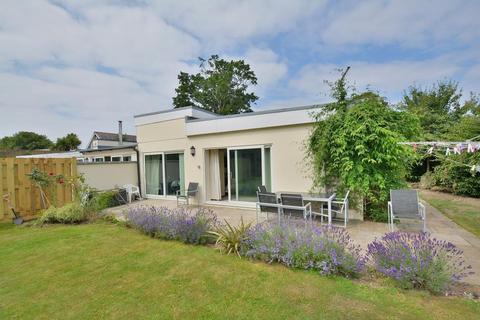2 bedroom bungalow for sale - Ringwood Road, Ferndown, Dorset, BH22 9AB