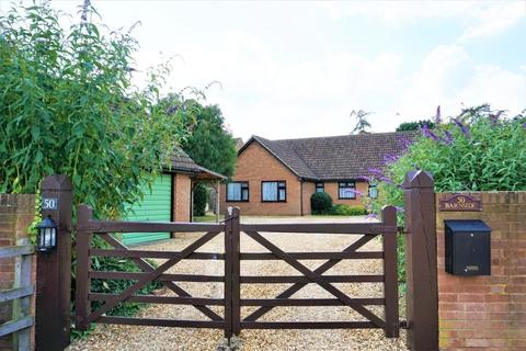 5 bedroom bungalow for sale - HIGH STREET, SHARNBROOK
