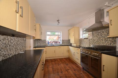 3 bedroom semi-detached house to rent - Staplefield Drive Brighton BN2