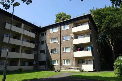 3 bedroom flat to rent - St James Drive, Horsforth