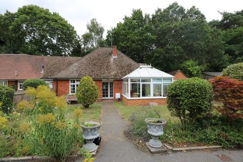 2 bedroom bungalow to rent - Victoria Hill Road, Fleet, GU51
