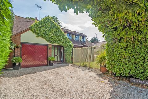 4 bedroom chalet to rent - Peverel Avenue, Nounsley, Hatfield Peverel, Chelmsford, CM3