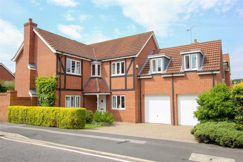 5 bedroom detached house for sale - Glaisdale Court, Darlington