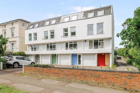 4 bedroom end of terrace house for sale - Albert Road, Pittville, Cheltenham