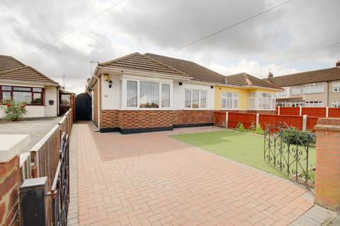 2 bedroom bungalow for sale - Ford Lane, Rainham, RM13
