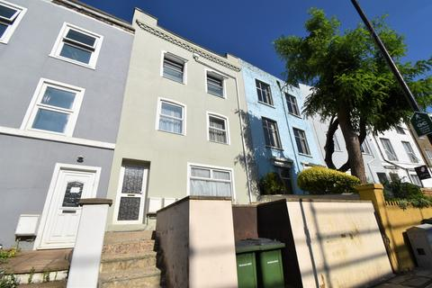 2 bedroom flat to rent - Brookhill Road London SE18