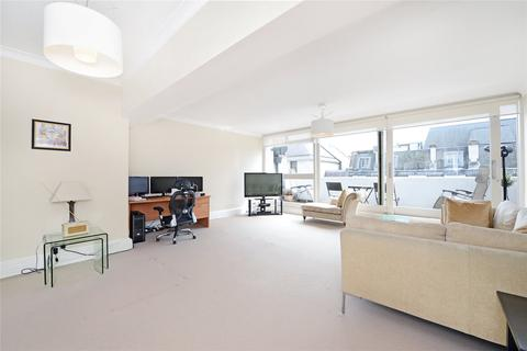 3 bedroom flat to rent - St James's Square, London