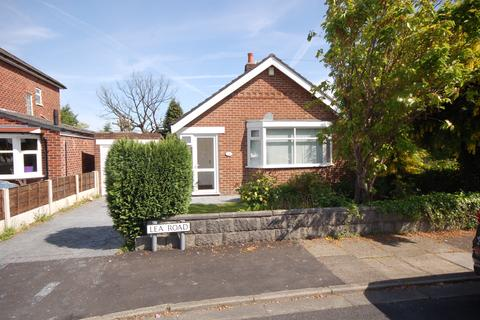 2 bedroom detached bungalow for sale - Lea Road, Heald Green, Cheadle, Cheshire SK8