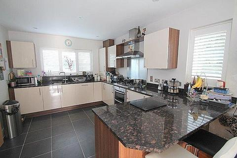 4 bedroom semi-detached house for sale - Long Lane, Stanwell, TW19