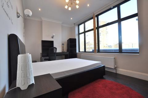 4 bedroom flat share to rent - Vallance Road, London E1