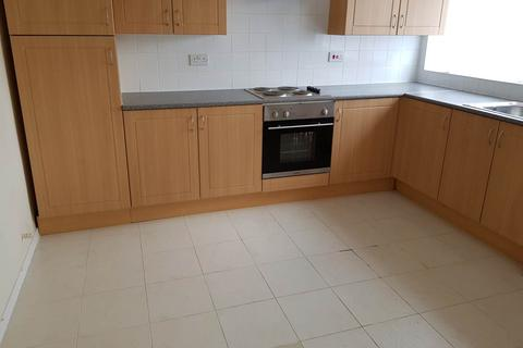 3 bedroom flat to rent - Jansel Square, Aylesbury,