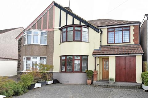 4 bedroom semi-detached house for sale - Shuttle Close, Sidcup, DA15
