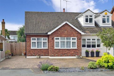2 bedroom semi-detached bungalow for sale - First Avenue, Billericay, Essex