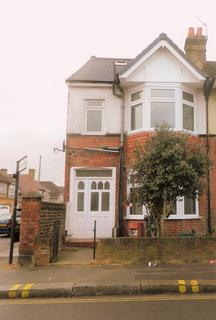 5 bedroom end of terrace house to rent - Cromwell Road, Hounslow TW3