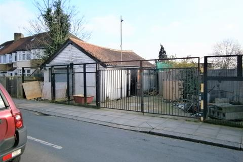 Storage to rent - Greenford Road, Off of Gainsboro Gardens, Greenford UB6