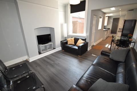 5 bedroom terraced house to rent - Cemetery Avenue, Eccleall Road Student House, Sheffield S11 8NT