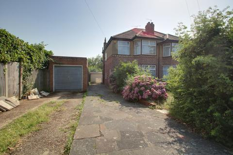 3 bedroom semi-detached house for sale - Carisbrooke Close, Stanmore