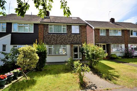 4 bedroom semi-detached house to rent - Cherry Gardens, Billericay