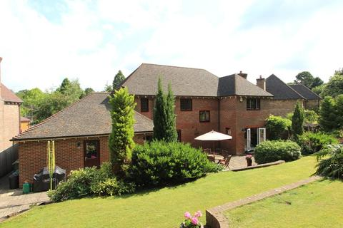 5 bedroom detached house for sale - Claremount Gardens, Epsom