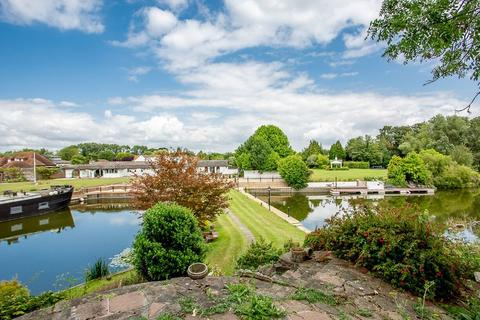 4 bedroom detached bungalow for sale - Temple Gardens, Staines-upon-Thames