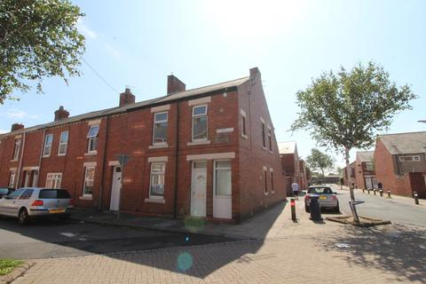3 bedroom end of terrace house to rent - Disraeli Street, Blyth