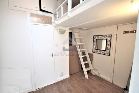 Studio to rent - Cathles Road, Clapham South, London, SW12 9LD