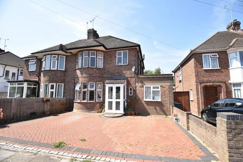 3 bedroom semi-detached house for sale - Manton Drive, Luton