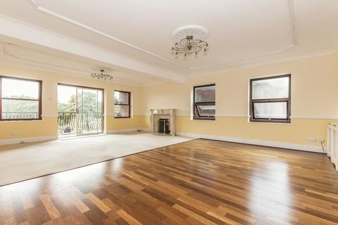 3 bedroom apartment to rent - Manor Road, Chigwell