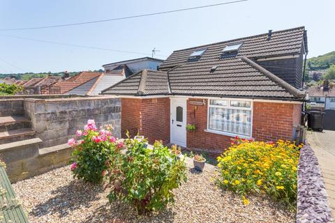 5 bedroom detached bungalow for sale - Queens Avenue, Dover