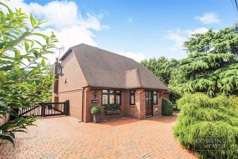 4 bedroom chalet for sale - Christchurch Avenue, Wickford, Essex