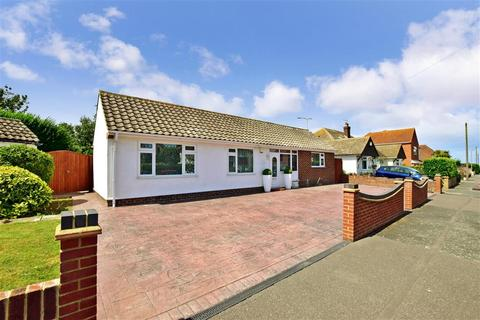 2 bedroom detached bungalow for sale - Queens Avenue, Birchington, Kent