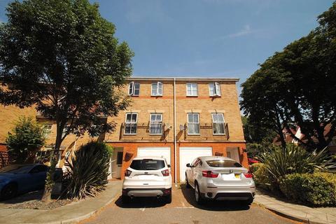 4 bedroom terraced house for sale - Keswick Gardens, Purfleet, Essex, RM19