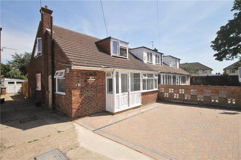 3 bedroom bungalow for sale - Roberts Close, Stanwell, Staines-upon-Thames, Surrey, TW19