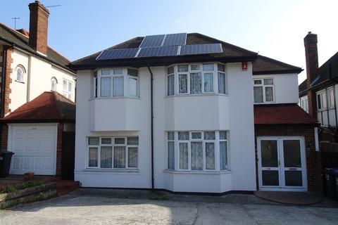 5 bedroom detached house to rent - Chase Road, London