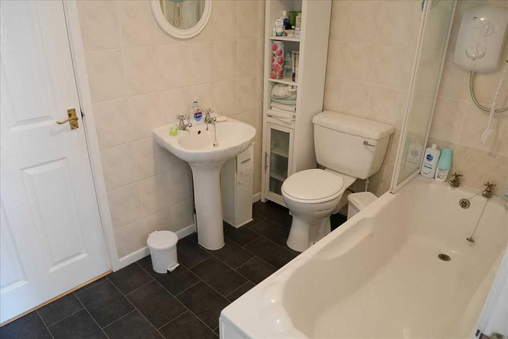 Ensuite (Jack & Jill) Bathroom