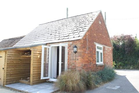 1 bedroom chalet to rent - Church Street, Hungerford