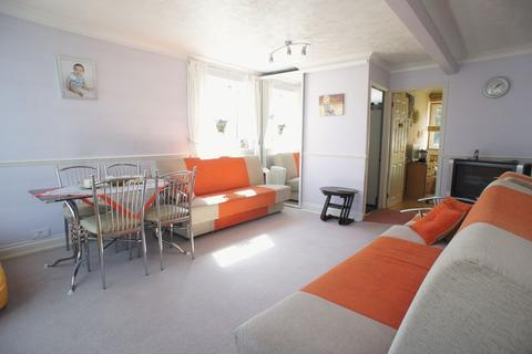 2 bedroom maisonette to rent - Lampits Hill, Stanford-Le-Hope