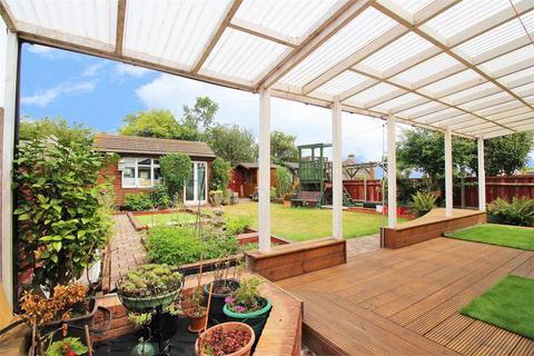 4 bedroom semi-detached bungalow for sale - Cumberland Drive, Bexleyheath