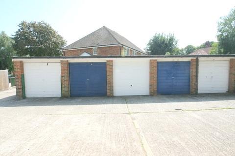 Garage to rent - Littlehampton