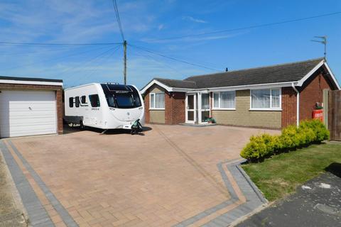 3 bedroom detached bungalow for sale - Warwick Road, Chapel St Leonards, Skegness, PE24 5UL