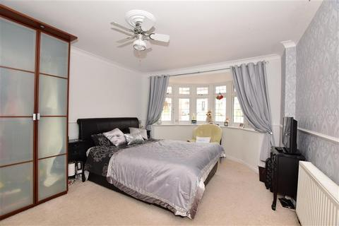 3 bedroom detached bungalow for sale - Belmont Avenue, Wickford, Essex