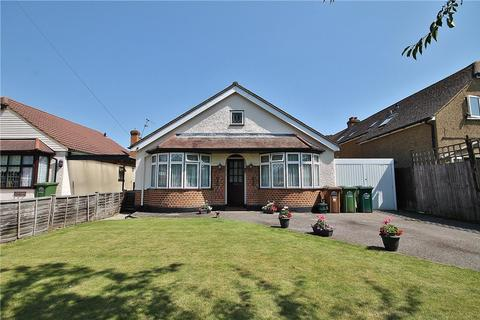 3 bedroom bungalow for sale - Scotts Avenue, Sunbury-on-Thames, Surrey, TW16
