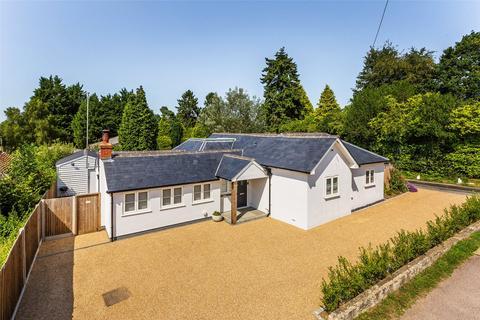 3 bedroom detached bungalow for sale - Effingham Lane, Copthorne, Crawley, West Sussex, RH10